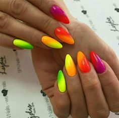 The advantage of the gel is that it allows you to enjoy your French manicure for a long time. There are four different ways to make a French manicure on gel nails. Neon Nail Polish, Neon Nails, Yellow Nails, My Nails, Neon Nail Designs, Nails Design, Nagellack Design, Oval Nails, Rainbow Nails