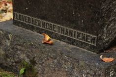 florelgreen:  this tombstone always makes me really sad please keep the credit xo
