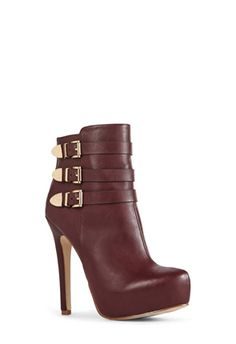 #KASABI in burgundy is a must have for me as the fall rolls in. Burgundy has become one of my go to colors every year at fall time. This sexy booty with the three gold buckles on the side are perfect to throw on when you are meeting up with friends for lunch or having a daytime girls day out. I love this shoe because it is simple. Simple is sometimes the best way to go! #JUSTFABONLINE