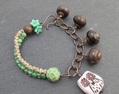 Sea themed button bracelet stacking bracelet knotted por BeadyDaze