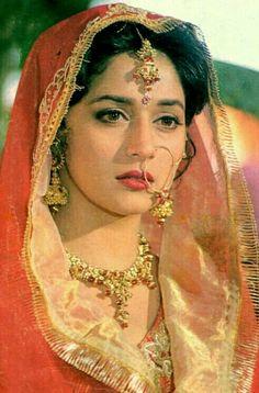 Indian Bollywood Actress, Beautiful Bollywood Actress, Most Beautiful Indian Actress, Bollywood Fashion, Beautiful Actresses, Indian Actresses, Bollywood Saree, Neelam Kothari, Indian Aesthetic
