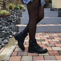 Bottines noir Knee Boots, Combat Boots, Baskets, Dr. Martens, Shoes, Fashion, Short Black Boots, Knee High Boots, Sandals
