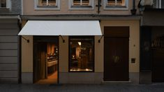 Aesop Getreidegasse, designed by Jakob Sprenger in collaboration with Götz Eßlinger, takes inspiration from Salzburg's opulent Baroque architecture. Oak Panels, Baroque Architecture, Shop Icon, Antique Market, Velvet Curtains, Window Styles, Garage Plans, Aesop, Shop Interiors