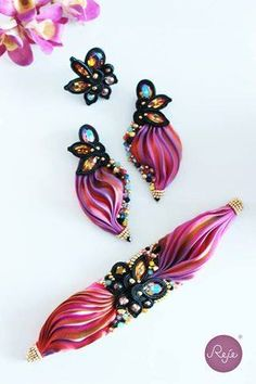 Shibori silk bracelet and earrings. Entirely hand-sewn by Reje, Italian jewelry designer