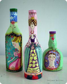 Botellas con pinturas acrílicas.