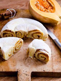 Acum ca a venit frigul, toti simtim nevoia sa mancam ceva mai satios, cald, bun si gustos. Romanian Food, Bread Recipes, Sweets, Ethnic Recipes, Gummi Candy, Candy, Bakery Recipes, Goodies