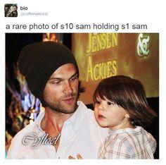 Rare photo of s10 Sam holding S1 Sam Aww :)