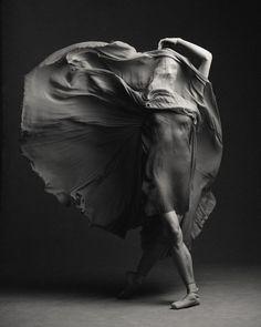 Kate Hosier (The National Ballet of Canada) Photo © Karolina Kuras Ballet Photography, Creative Photography, Photography Poses, Photography Projects, Photography Tutorials, Photographie Portrait Inspiration, Lake Pictures, Dance Photos, Black And White Photography