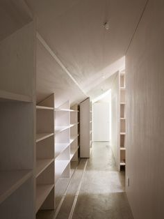 takao shiotsuka atelier: cloudy house nice sliding shelves -so much want! Japanese Architecture, Interior Architecture, Interior Design, Attic Design, Attic Spaces, Small Spaces, Wasted Space Ideas, Hallway Storage, Attic Storage