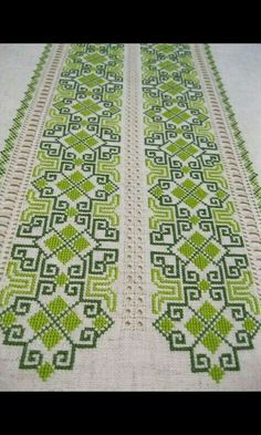 This post was discovered by Niki Ven. Discover (and save!) your own Posts on Unirazi. Celtic Cross Stitch, Cross Stitch Beginner, Cross Stitch Borders, Cross Stitch Designs, Cross Stitching, Cross Stitch Embroidery, Cross Stitch Patterns, Crochet Stitches Patterns, Embroidery Patterns