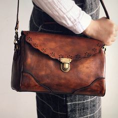 74.88$  Buy here - http://alid1m.worldwells.pw/go.php?t=32749780611 - New 2016 Retro Hollow Out Flap Genuine Leather Single Shoulder Hasp Bags Vintage Women's Real Cow Natural Brand Crossbody Bag