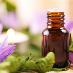 Aromatherapy hasn't been shown to abort a migraine attack, but they can help relieve some of the symptoms. Here are 12 essential oils that can be used to help ease the symptoms of a migraine, as well Lemongrass Essential Oil, Essential Oil Scents, Essential Oil Perfume, Perfume Oils, Essential Oil Diffuser, How To Make Homemade Perfume, Homemade Gifts, Essential Oils For Migraines, Bb Cream