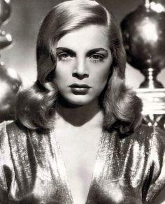 "RIP Lizabeth Scott, the sultry blonde who epitomised cinematic ""bad girls"" in film noir. #FilmNoir"