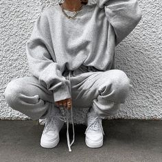 Image about girl in 𝐅 𝐀 𝐒 𝐇 𝐈 𝐎 𝐍 by Jolina on We Heart It - Sweatpants outfit - Outfits Casual, Cute Comfy Outfits, Chill Outfits, Mode Outfits, Spring Outfits, Sweatpants Outfit, Gray Sweatpants, Teenager Outfits, Looks Adidas