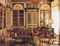 The terra-cotta, black and ivory tones of Greek and Etruscan vases inpired the decor of this library by Mongiardino.