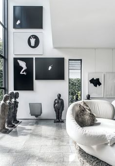 Black/white monochrome gallery wall by Ana Lessing Menjibar. Stylish and  elegant!