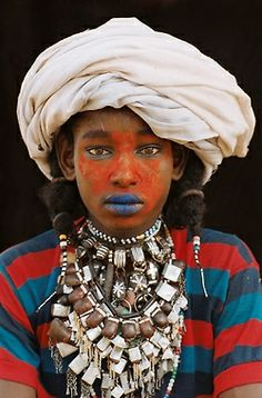 """weareallafricans: """""""" androphilia: """" Chad: The Wodaabe By Marie-Laure De Decker """" """" The Wodaabe (also called Mbororo or Bororo) people are a sub-group of the Fulani ethnic group, residing in Chad,. Cultures Du Monde, World Cultures, We Are The World, People Around The World, Fotografia Macro, Tribal People, Beauty Around The World, African Tribes, African Culture"""