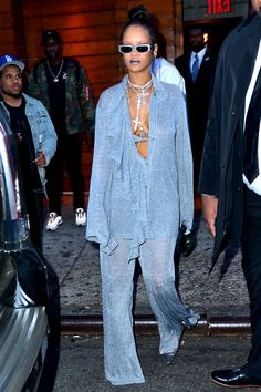 Modestil Rihanna Crush Style When Passion For Fashi Mode Rihanna, Rihanna Street Style, Rihanna Fenty, Black Women Fashion, Look Fashion, High Fashion, Fashion Outfits, Womens Fashion, Rihanna Outfits