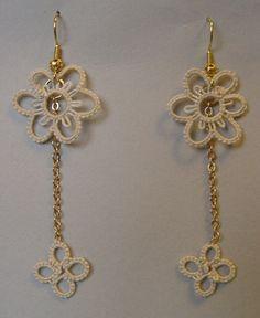 Tatted earrings with cebelia ecru n. 20 (https://www.pinterest.com/nucciafo/my-tatting/)