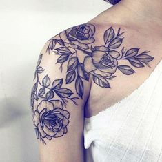 The shoulders of women are relatively more powerful and sexy place.It's a space large enough for the big flowers, the map such tattoos, but it is also suitable for some tiny sexy tattoos. Tattoo Girls, Girls With Sleeve Tattoos, Sleeve Tattoos For Women, Tattoo Sleeve Designs, Girl Tattoos, Tattoos For Guys, Tattoo Sleeves, Shoulder Tattoos For Women Sleeve, Tatoos