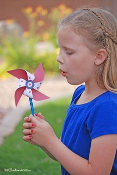Fun 4th of July crafts for kids | DIY patriotic pinwheels tutorial at One Creative Mommy