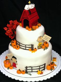Charlie Brown, Snoopy, Lucy ~ Great Pumpkin cake- this would be the cutest thing ever for my mom Bolo Snoopy, Snoopy Cake, Beautiful Cakes, Amazing Cakes, Halloween Torte, Halloween Halloween, Peanut Cake, Rodjendanske Torte, Thanksgiving Cakes