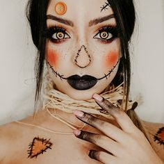 Are you looking for ideas for your Halloween make-up? Browse around this site for creepy Halloween makeup looks. Scarecrow Halloween Makeup, Halloween Makeup Looks, Cool Halloween Costumes, Fall Halloween, Halloween Makeup Tutorials, Halloween 2020, Scarecrow Costume Women, Halloween Make Up Scary, Creepy Costumes