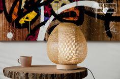 Una lámpara nórdica puede ser el toque perfecto a su casa moderna. Disfrute del arte del bambú tejido que contribuye a la ligereza de esta moderna lámpara.