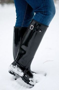 Hunter Boots and Fair Isle Sweater with Statement Necklace Hunter Boots Outfit, Black Hunter Boots, Cowgirl Boots, Western Boots, Riding Boots, Wellies Rain Boots, Hunter Rain Boots, Plastic Boots, Knit Shoes