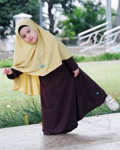 model gamis anak lengan terompet Dresses Kids Girl, Kids Outfits Girls, Girl Outfits, Muslim Fashion, Hijab Fashion, Baby Hijab, Dress Anak, Fashion Marketing, Baby Dress