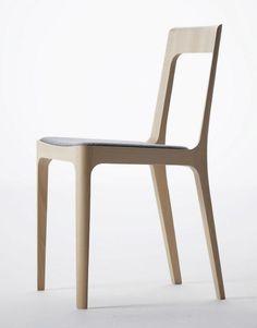 Small chair hiroshima by Naoto Fukasawa Cool Chairs, Bar Chairs, Side Chairs, Office Chairs, Kirchen Design, Hiroshima, Cool Furniture, Furniture Design, Naoto Fukasawa