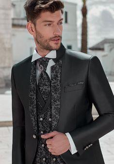 Dress Suits For Men, Suit And Tie, Men Dress, Mens Fashion Suits, Mens Suits, Boy Fashion, Groom And Groomsmen Style, Groom Attire, Men's Tuxedo Styles