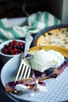 Vegan Blueberry Clafoutis - Quick and Easy Recipe! | Here's how you can make a delicious vegan blueberry clafoutis recipe quickly and easily. It's also gluten-free! #glutenfree #vegan #veganrecipes #veganfood #blueberry #dessert