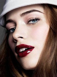 14 Makeup Trends to Be More Gorgeous in 2017  - Women always care about their appearance and want to be more gorgeous. For this reason, there are too many products that are especially made for them ... -  red-lips-4 .