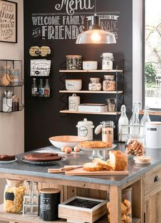 Tips For Implementing New Kitchen Decor Ideas. Do you want to renew your kitchen, however without changing everything in it? By merely redecorating the kitchen, it is possible to give that whole room a New Kitchen, Kitchen Dining, Kitchen Decor, Kitchen Black, Bakery Kitchen, Rustic Kitchen, Vintage Kitchen, Kitchen Ideas, Home Kitchens