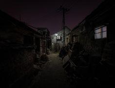 在暗處發光的胡同小鎮— Christopher Domakis