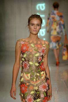 Laura Biagiotti Primavera 2006 | Moda em Crochê