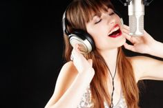 How to sing better without lessons professional singing classes,vocal lessons nyc voice lessons nj,can you train your voice to sing higher how to sing properly male. Singing Lessons For Beginners, Vocal Lessons, Piano Lessons, Music Lessons, My Singing, Singing Tips, Singing Coach, Week End Entre Amis, Vocal Coach