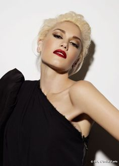Gwen Stefani - Get the look here : http://www.livecoiffure.com/en/posts/27028-how-having-the-same-look-as-gwen-stefani