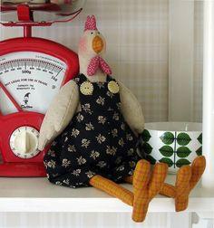 """Modèles Tilda (jolis mais souvent trop """"allongés""""). Au moins la poule, elle est bien ronde !"""