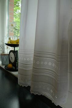 How to Choose a Shower Curtain for the Bathroom Kitchen Window Curtains, White Sheets, Burlap Lace, Living Room Windows, Drapes Curtains, Interior Decorating, Home Decor, Microwave, Beautiful Curtains