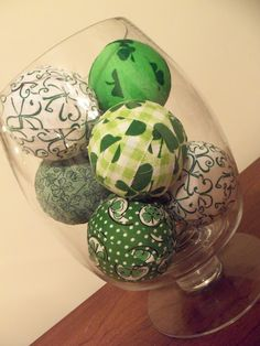 St. Patrick's Day deco spheres. Cute! (and easy)