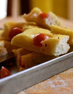 Profumo di broccoli: Focaccia menta e pomodorini: un pò semola, un pò m...