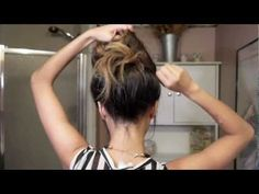 Easy messy bun tutorial cute and easy. This is cute for when you don't know what to do with your hair Chignon Simple, Messy Bun Updo, Easy Messy Bun, Perfect Messy Bun, Topknot Bun, Messy Fishtail, Perfect Ponytail, Knotted Braid, Easy Updo Hairstyles