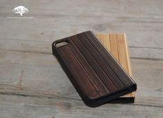Nieuw bij Sebastiaan Philippe...  De Strips Hoesjes voor de Iphone 4 en Iphone 5. Verkrijgbaar in Bamboe en Padauk.  Kijk snel op www.sebastiaanphilippe.nl voor onze complete collectie houten hoesjes voor de Iphone 4/5/5C, Galaxy S3/S4/S5/Note3, Ipad 2/3/4/Air/Mini en Experia Z1.