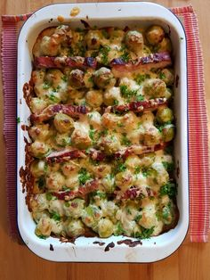 Kasseler-Rosenkohl-Auflauf France is an independent nation in Western Europe and the biggest market of a large overseas administration. Balsamic Brussel Sprouts, Roasted Sprouts, Shredded Brussel Sprouts, Brussel Sprout Salad, Brussels Sprouts, Easy Salads, Healthy Salad Recipes, Healthy Brussel Sprout Recipes, Vegetable Dishes