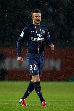 Baller and legend! David Beckham Football, God Of Football, Paris Saint Germain Fc, Star David, Liverpool Fc, Football Players, Sports News, Manchester, Sporty