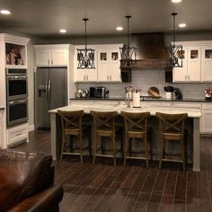 farmhouse kitchen decor Farmhouse kitchen style will be perfect idea if you want to have family gathering in your kitchen during meal time. Farmhouse Kitchen Cabinets, Farmhouse Style Kitchen, Modern Farmhouse Kitchens, Home Decor Kitchen, New Kitchen, Rustic Farmhouse, Farmhouse Design, Kitchen Ideas, Kitchen Rustic
