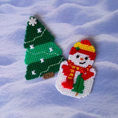 Plastic Canvas: Snow Couple Magnets (set of 2) by ReadySetSewbyEvie on Etsy
