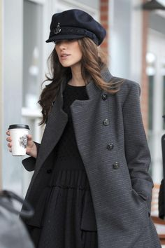 Keira Knightley Sailor Cap is from the Chanel pre-fall 2018 collection. Keira Knightley was spotted at the Sundance Film Festival wearing the fun hat. Keira Knightley Casual, Keira Knightley Style, Keira Christina Knightley, Keira Knightley Chanel, Beckham, Day Date Outfits, Alexander Mcqueen, Vogue, Autumn Winter Fashion